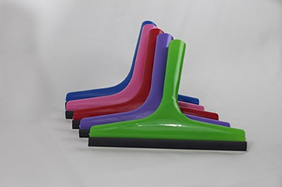 Squeegee with rubber lip